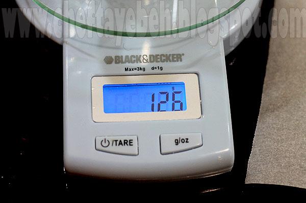 چطوري اندازه گيري كنيم ~ کارگاه آشپزسازیبا يكي دو گرم خطا همون 125 گرم آرد بدست مياد. يعني بين 123 تا 127 گرم در مياد