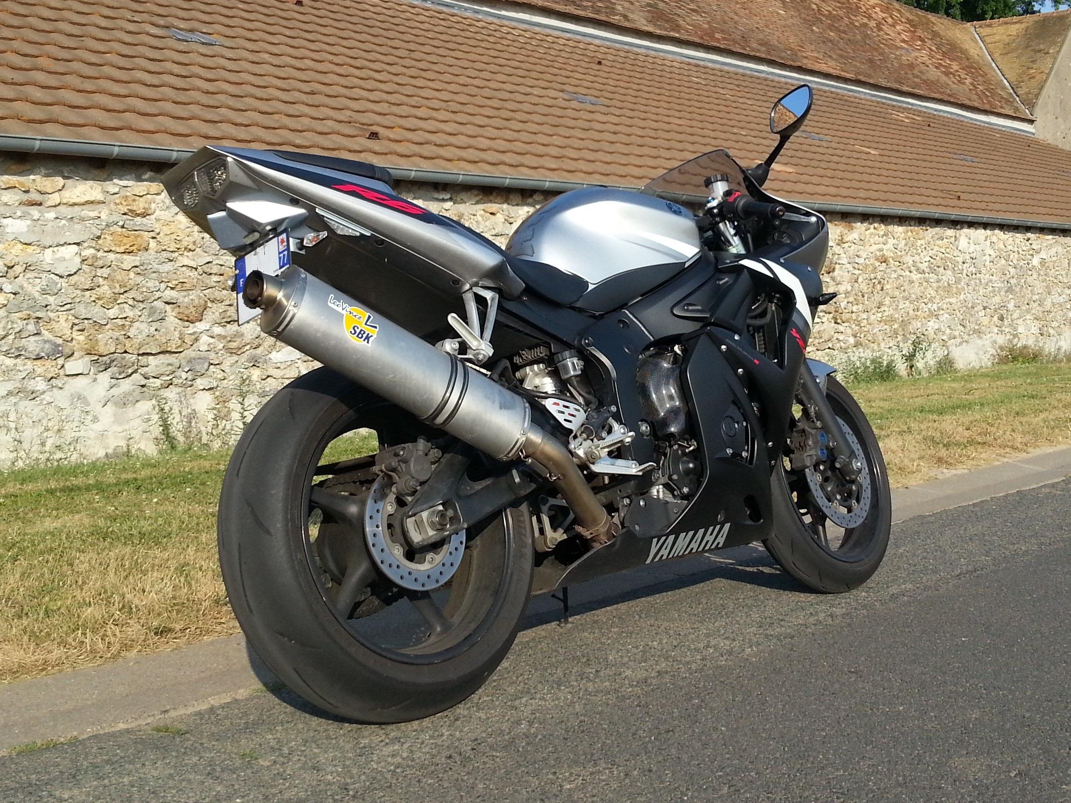 CR Essai Yamaha YZF R6 Modèle 2003 - 2005 R61%201