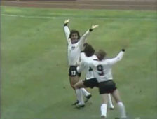 Gerd M�ller Scores - World Cup Final 1974