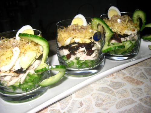 """салат -коктейль  """"Нежность """". зато вот... и еще. как раз с копчеными..."""